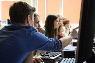 Auftaktworkshop in Cham: Die Projektteilnehmer bei der Recherche