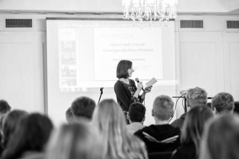 cc Stiftung Zuhören / Gundula Iblher von der Stiftung Zuhören bedankt sich auch im Namen der Bayerischen Sparkassenstiftung für die tollen Grenzgeschichten